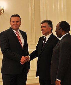Karmod ble invitert til presidentpalasset